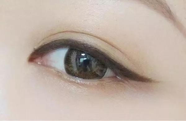 淡妆画眼线步骤图解